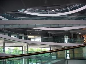 Der Weg nach oben kann manchmal verwirrend sein, da man mit einer Wendel nur jede zweite Etage erreicht.