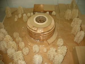 Das Architekturmodell mit dem dazugehörigen Mensabereich mit weiteren Räumen im Hintergrund