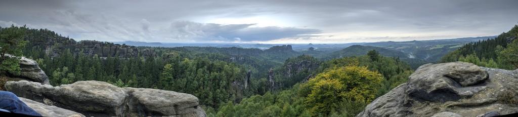 Panorama vom Carolafelsen aus aufgenommen.